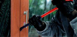 Jak zabezpieczyć dom przed włamaniema